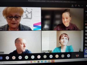 Na zdjęciu zrzut ekranu, na którym widać uczestników konferencji.