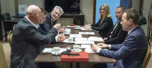 Siedmioro rektorów publicznych uczelni zawodowych obradujących w trakcie posiedzenia Prezydium Konferencji Rektorów Publicznych Uczelni Zawodowych.