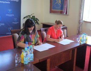 Na zdjęciu JM Rektor MUP Oświęcim wraz z p.o. Dyrektora Szpitala podpisują porozumienie o współpracy.